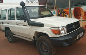Land Cruiser LX with Rooftop